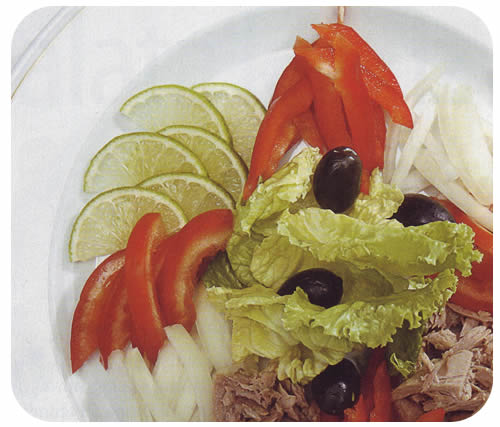 Salata od tjestenine, tunjevine i povrća