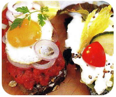Smorrebrods jajem i svježim sirom